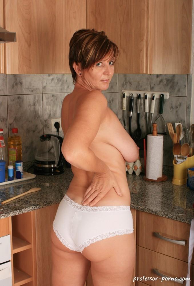 In frauen der küche nackt Hausfrau Nackt