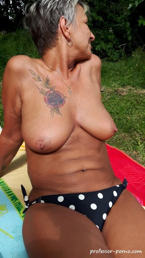 Bilder amateur tanga Category:Topless women
